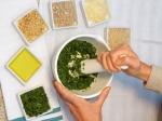 Pesto aus Wildkräutern als Geschenk
