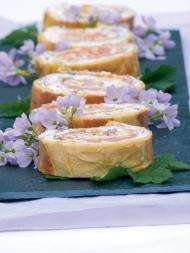 Rezept aus Wildpflanzen: Pikante Lachsrolle mit Wiesenschaumkraut