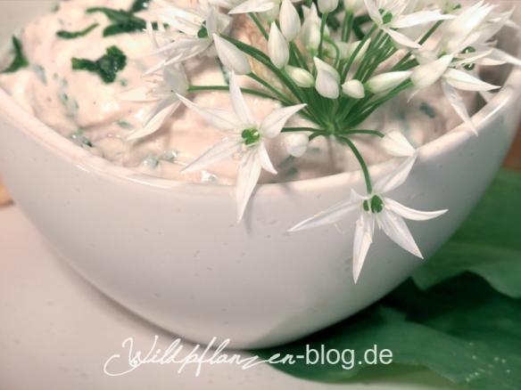 Dipp mit Bärlauchblüten